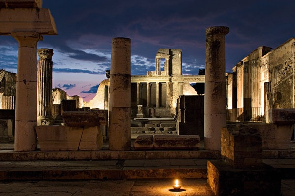 pompeii-at-night